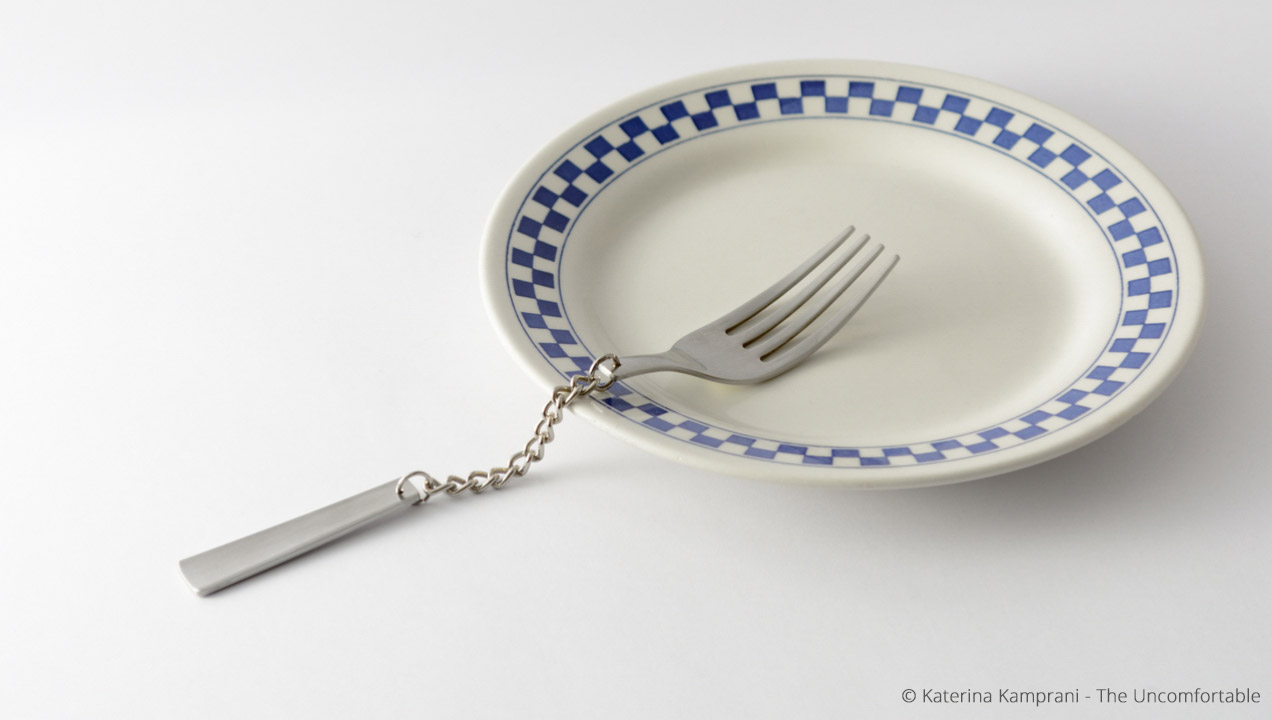 Image of a fork and plate - the fork is made out of chain